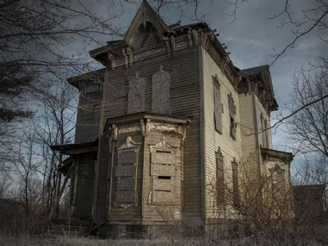 sayer house kentucky thirteen real life haunted houses and the horror stories that go with them
