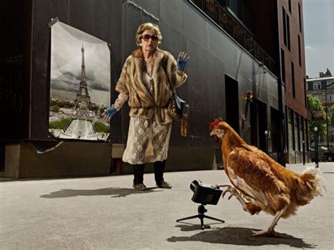 imagenes super insolitas foto mamika e bob una supernonna e un pollo repubblica it