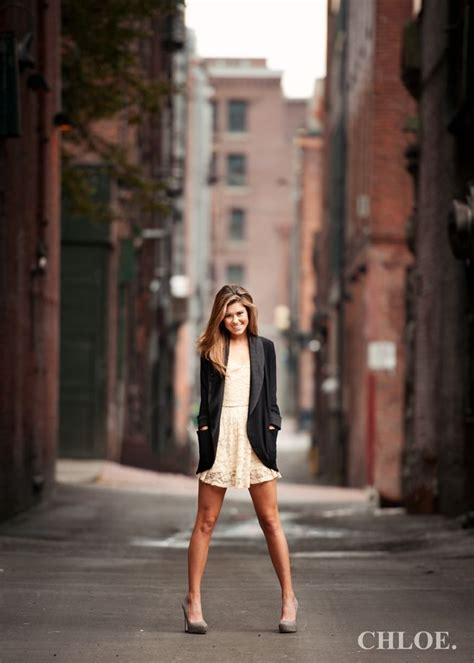 themes for senior pictures senior picture ideas awesome photo props ideas pinterest