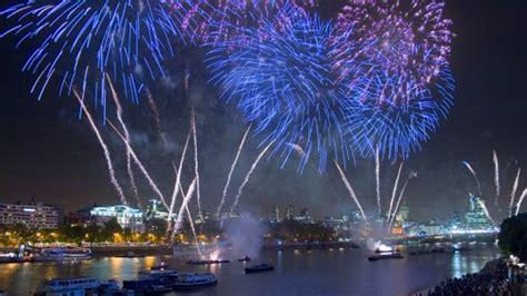 london new years eve 2015 boat party new year s eve fireworks boat party with all inclusive