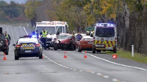 ballarat car crash four year dies after car crashes into a tree in ballarat