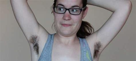 imagenes de axilas oscuras mujeres sin complejos a lucir pelo en el cuerpo intentan