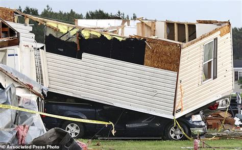 Tornado Room Wi by Storms Pummel Central Us As Tornadoes Kill At Least 2