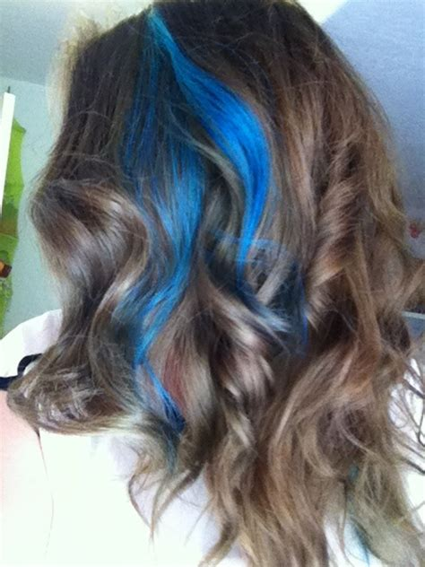 random blonde streak in brown hair blue streaks with brown hair style pinterest ice