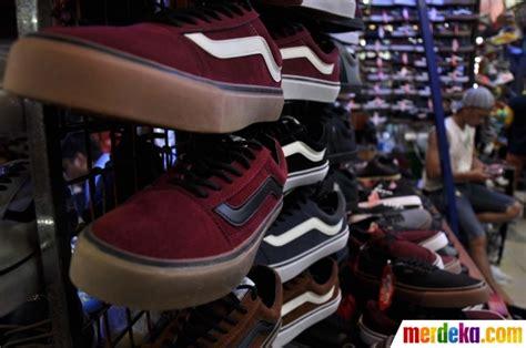 Harga Sepatu Asics Di Taman Puring foto berburu sepatu murah di taman puring merdeka