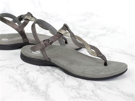 revitalign heron t bar supportive s sandal free