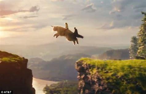 taylor swift rides giant unicorn   cat olivia