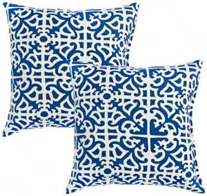 set of 2 indigo blue outdoor accent pillows w6207
