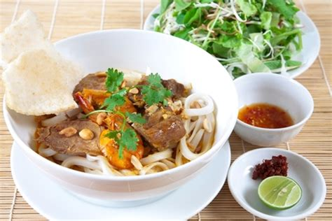 dẠquang must try food in hoi an da nang to hoi an