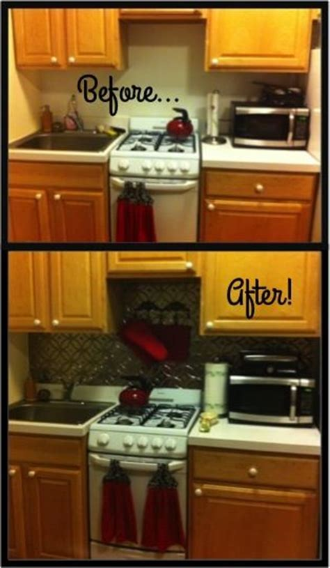 Temporary Kitchen Backsplash Temporary Backsplash For Renters Looks Like Stainless Steel But It S So Much Cheaper Diy