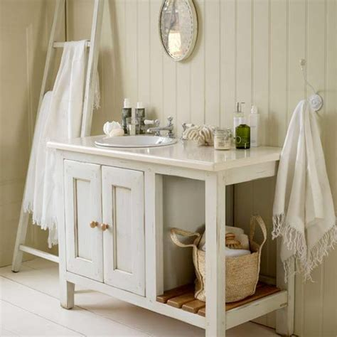 design house cottage vanity shaker stilen tilltalar 20 badrum i avskalad lantlig stil sk 246 na hem bathrooms pinterest