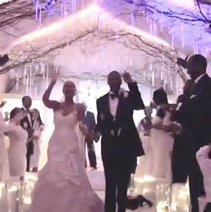 Beyonce didn t really like her wedding dress when she married jay z