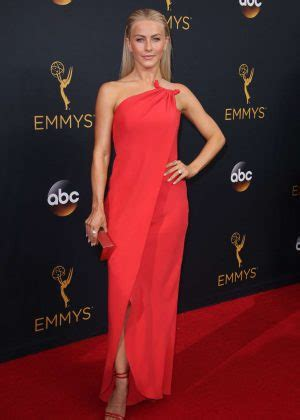 Barnes Foundation Best Of Hairstyles Makeup Looks At The Emmy Awards 2017
