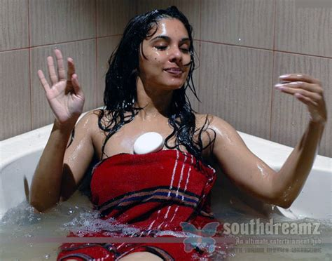 indian girl bathing in bathroom sexy indian girls photos south indian girls in towel