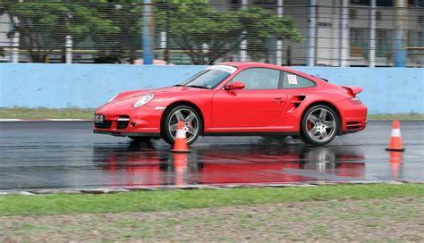 Yuk Cari Tau Tentang Mobil Balap ajang lomba mobil balap porsche sport merah
