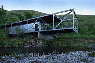 river place home uses trusses to cantilever both ends