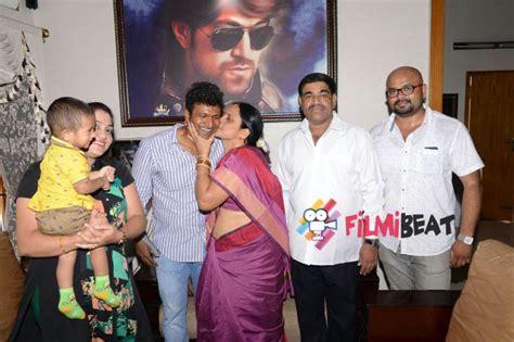 actor yash daughter photo photos puneeth rajkumar with rocking star yash family