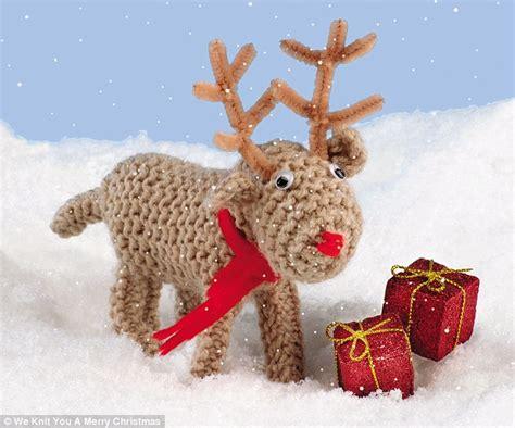 knit   merry christmas adorable  books teach     woolly reindeer