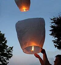 costruire lanterna volante come fare una lanterna volante cinese skylantern