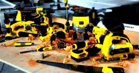 Gergaji Sirkular daftar alat tukang kayu listrik yang paling efisien