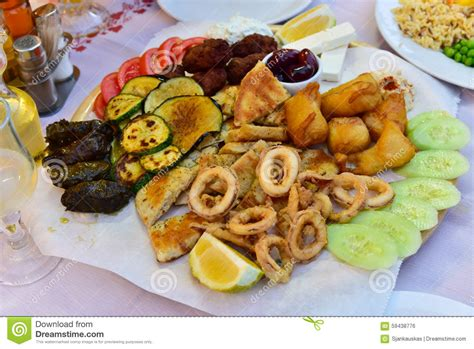 cuisine grec plat de m 233 lange de coupes froides cuisine grecque photo