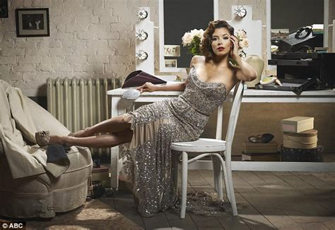 50s Armchair Eva Longoria And The Cast Of Desperate Housewives Glam Up