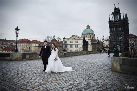 Winter pre wedding in Prague   Prague wedding photographer
