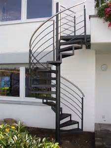 treppe außen chestha au 223 en spindeltreppe idee