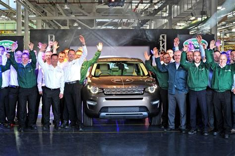jaguar liverpool halewood halewood discovery sport drives record monthly jaguar land