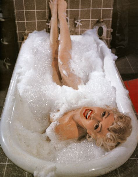 marilyn monroe bathtub marilyn monroe