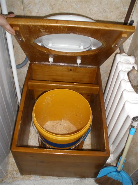 Best Diy Composting Toilet System For Under 50 Composting Toilet Tiny House