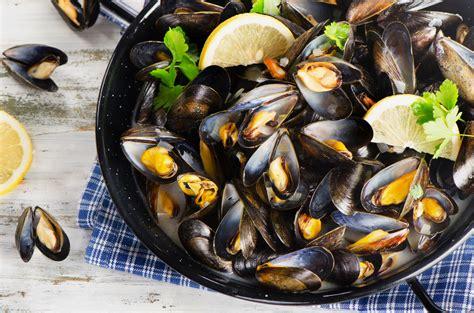 cuisiner des moules comment cuire et pr 233 parer les moules de bouchot aop