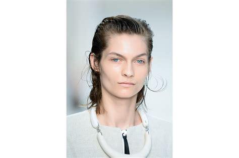 capelli effetto bagnato capelli effetto bagnato i prodotti adatti allo styling