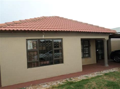 2 bedroom house for sale in protea glen ext 12 p24 104418863