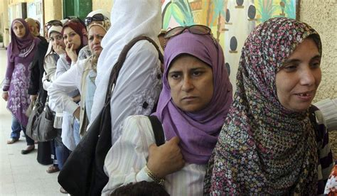 Imagenes De Mujeres Egipcias Actuales | una mujer con velo presenta el telediario en la televisi 243 n