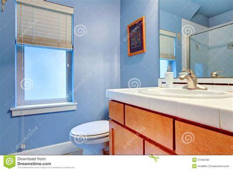 Hellblaues Badezimmer gem 252 tliches hellblaues badezimmer stockfoto bild 37360780