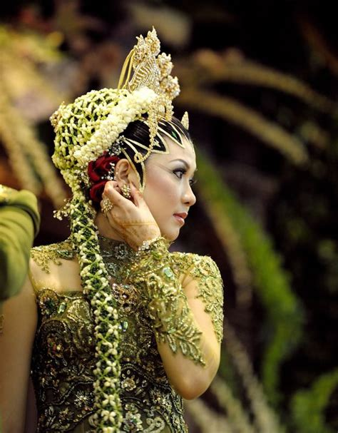 indonesian brides the bride by alfonso t a woman in traditional javanese