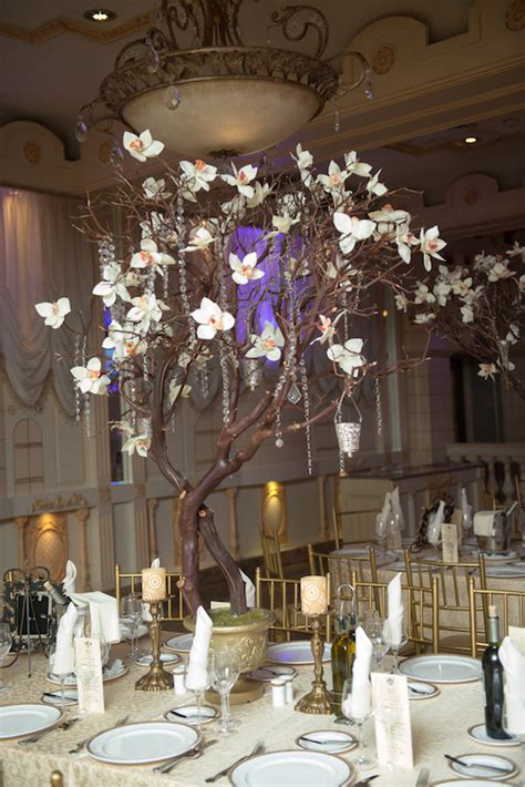 Centerpieces For Dining Room Tables 16 Tall And Dramatic Wedding Centerpieces Preowned