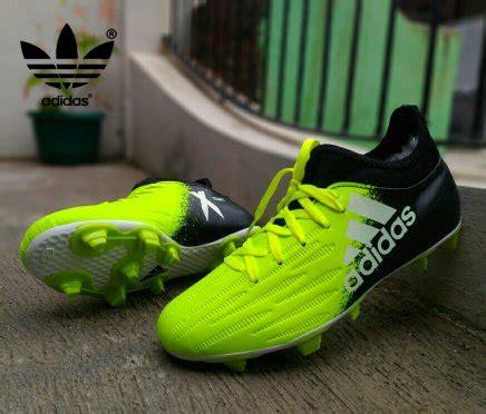 Daftar Sepatu Sepak Bola jual beli promo spesial sepatu sepak bola adidas