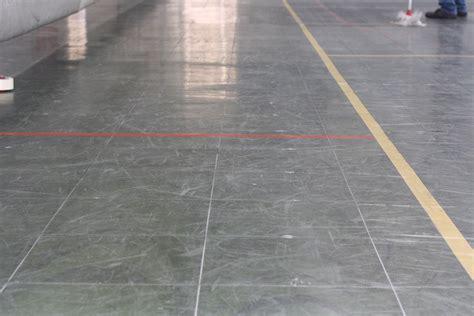 pavimenti in linoleum costi trattamento pavimento in resina o pvc
