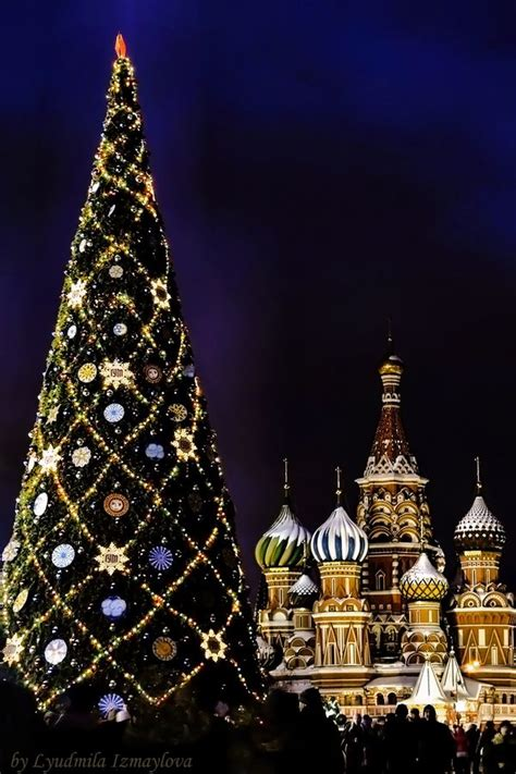 christmas tree in red square moscow christmas pinterest