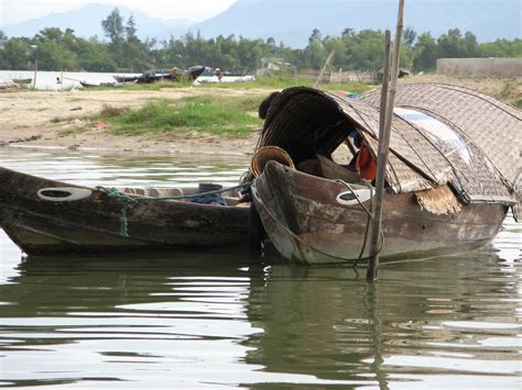 types of vietnamese boats file vietnamese fishing boat 02 jpg