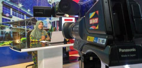 rektor uui launching class  learning berbasis  tv
