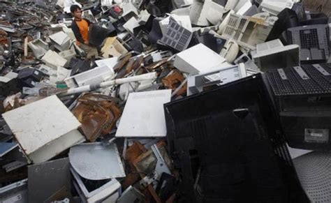 Make Electronic Trash Into Something New by New Approach To Turn Electronic Waste Into Gold