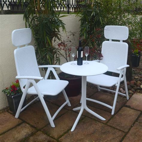 Step 2 Patio Set by Step Table With Aquamarina Chair In White