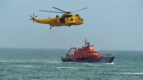 how to a to search and rescue raf sea king helicopter lifeboat rescue display at folkestone