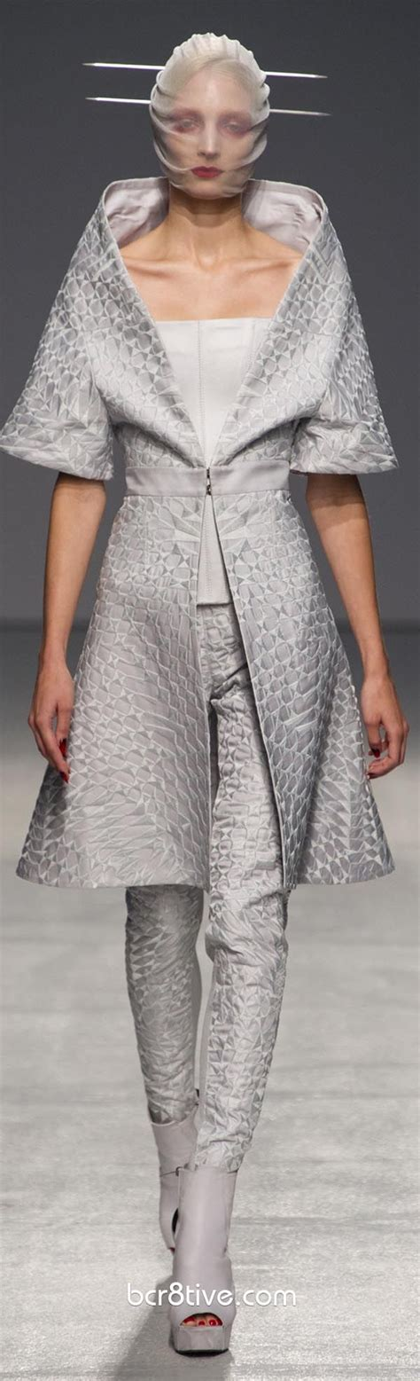In Runway Looks Frillr Its The Frills That Count by 230 Best My Favorite Runway Looks Images On