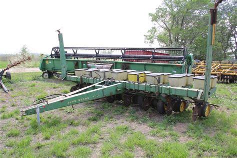 Deere 7000 8 Row Planter by Deere 7000 8 Row Planter