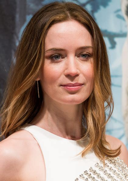 blunt hairstyles mid length emily blunt style shoulder length hairstyles lookbook