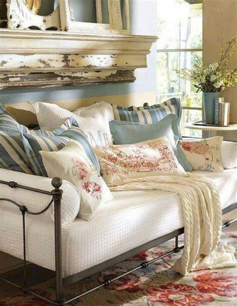 Shabby Chic Office 5710 by 25 Best Ideas About Pillow Arrangement On